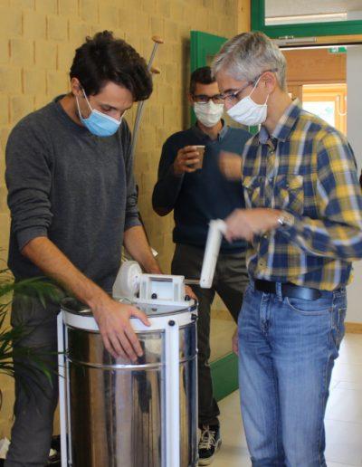Izuba énergies atelier miel extraction